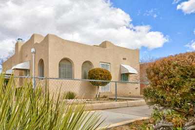 Albuquerque Single Family Home For Sale: 1017 Gold Avenue SW