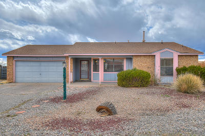 Rio Rancho Single Family Home For Sale: 555 Hewlett Drive NE