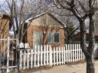 Albuquerque Multi Family Home For Sale: 437 Pacific Avenue SW