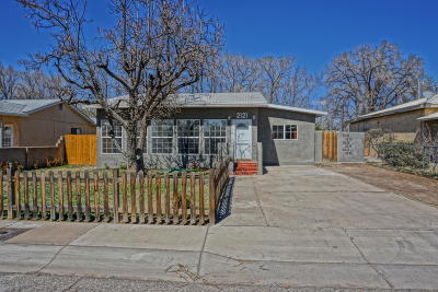 Bernalillo County Single Family Home For Sale: 2121 Wilma Road NW