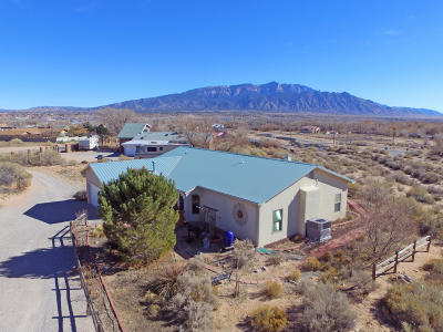 Bernalillo Single Family Home For Sale: 943 Nazcon Place