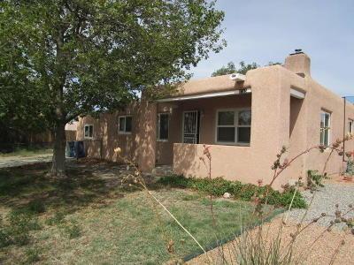 Santa Fe County Single Family Home Active Under Contract - Short : 1215 Maclovia Street