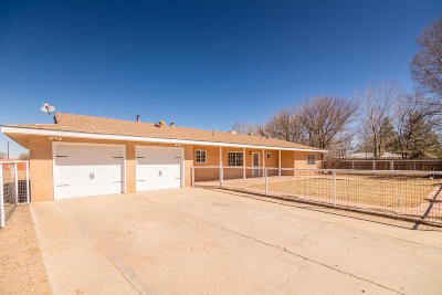Valencia County Single Family Home For Sale: 690 Valle Drive