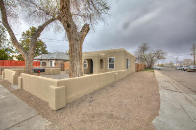 Bernalillo County Single Family Home For Sale: 305 Woodland Avenue NW