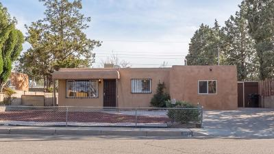 Albuquerque NM Single Family Home Active Under Contract - Reloca: $195,000