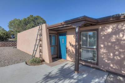 Tijeras, Cedar Crest, Sandia Park, Edgewood, Moriarty, Stanley Single Family Home For Sale: 31 Lakeview Drive
