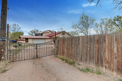Valencia County Single Family Home For Sale: 12 Jarales Road
