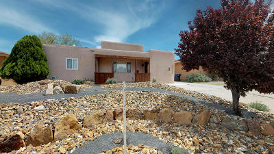 Single Family Home For Sale: 1814 Solano Drive NE