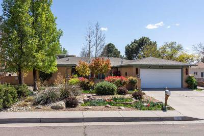 Single Family Home For Sale: 8216 Avenida La Prestina NE