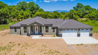 Valencia County Single Family Home For Sale: 14 Casitas Del Rio