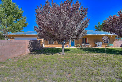 Los Lunas Single Family Home For Sale: 8 Miguel Lane