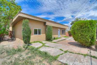 Albuquerque Single Family Home For Sale: 826 Arthur Road SW