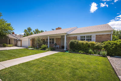 Bernalillo County Single Family Home For Sale: 8104 Harwood Avenue NE