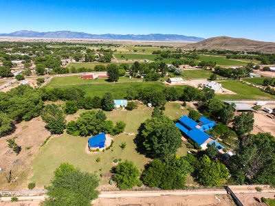 Los Lunas Single Family Home For Sale: 33 San Fernandez Road