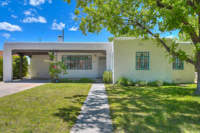 Bernalillo County Single Family Home For Sale: 717 Lafayette Drive NE