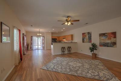 Bernalillo County Single Family Home For Sale: 9819 Tintara Avenue SW