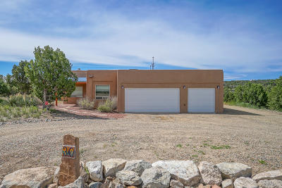Santa Fe County Single Family Home For Sale: 30 Camino Coyote
