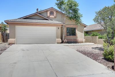 Bernalillo County Single Family Home For Sale: 623 Tanager Drive SW