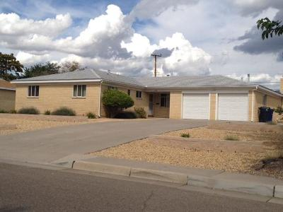 Bernalillo County Single Family Home For Sale: 2628 Cardenas Drive NE