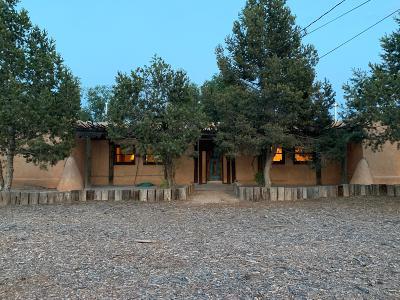 Albuquerque Single Family Home For Sale: 148 Ortega Road NW