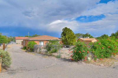 Bernalillo County Single Family Home For Sale: 1724 Coors Boulevard SW