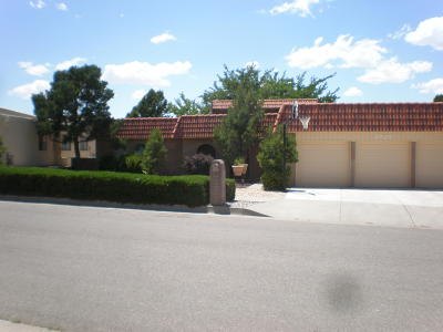 Single Family Home For Sale: 4925 Camino De Monte