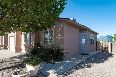 Albuquerque Single Family Home For Sale: 400 Lindsay Place SW