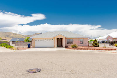 Los Lunas Single Family Home For Sale: 1371 Vista Escondida Court SW