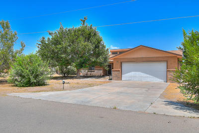 Los Lunas Single Family Home For Sale: 16 Kennedy Drive