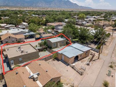 Sandoval County Multi Family Home For Sale: 297 Calle Del Norte