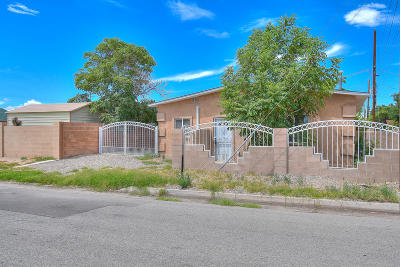 Albuquerque Single Family Home For Sale: 109 Lewis Avenue SE