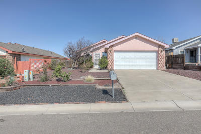 Los Lunas Single Family Home For Sale: 8 Milagro Court