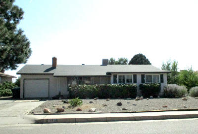 Albuquerque Single Family Home For Sale: 6330 Mossman Place NE