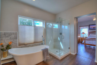 Single Family Home For Sale: 8924 Robs Place NE