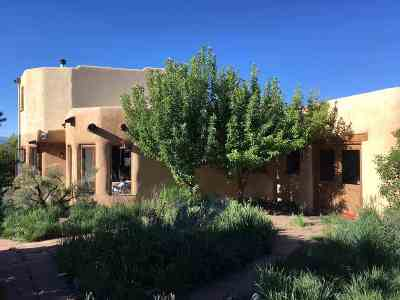 Taos County Single Family Home For Sale: 90 Verdaloga Rd