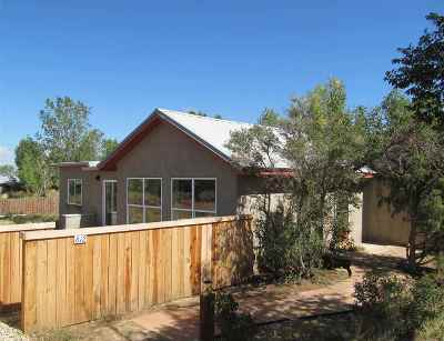 Taos Single Family Home For Sale: 612 Romolo Lane
