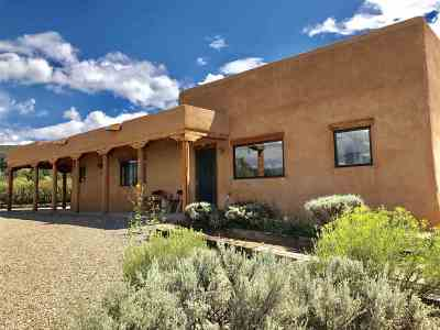 Taos Single Family Home For Sale: 608 Critcher