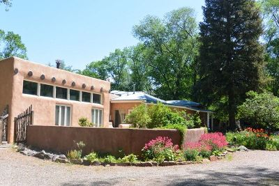 Single Family Home For Sale: 122 Upper Ranchitos Road