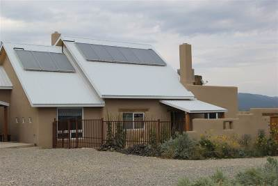 Taos County Single Family Home For Sale: 43 Luz Del Monte