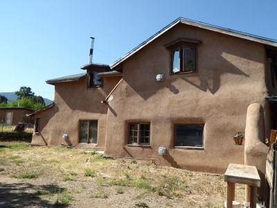 Taos County Single Family Home For Sale: 2049 La Lama Road