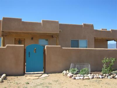 Taos County Single Family Home For Sale: 25 Este Mirada