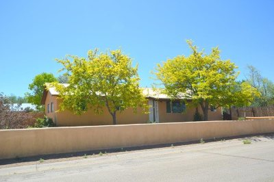 Taos Single Family Home Active/Under Contract: 930 Camino De La Serna