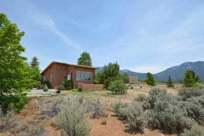 Single Family Home Active/Under Contract: 39 Las Animas