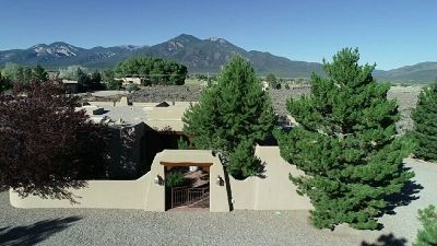 Taos County Single Family Home For Sale: 11 North Mesa Road