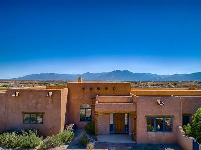 Taos County Single Family Home For Sale: 251 Los Cordovas Rd
