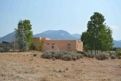 Taos County Single Family Home Active/Under Contract: 27 Las Animas