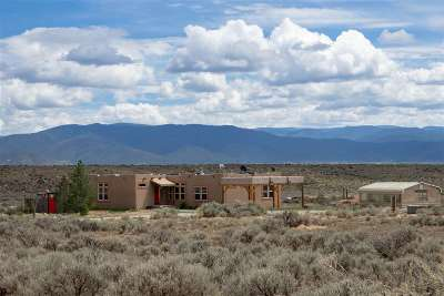 Taos County Single Family Home For Sale: 14 Este Mirada