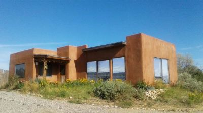 Taos County Single Family Home For Sale: 256 B And C Lower Las Colonias Rd