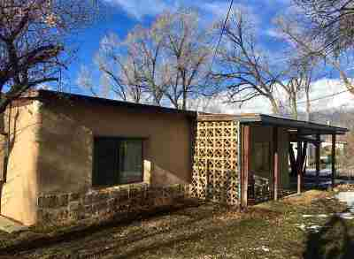 Taos Single Family Home Active/Under Contract: 502 Camino De La Placita