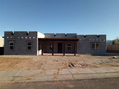 Taos Single Family Home For Sale: 213 Las Olas Dr